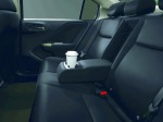 Centre seat cup holder for the passengers