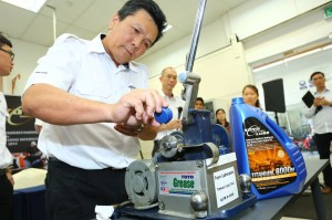 TOYO Lubrication (M) Sdn Bhd MD & Founder Eddy Choong demonstrating the superior lubricating performance of its semi-synthetic TOYO Titanium 8000M motor oil in  a load test