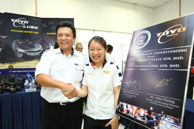 TOYO Lubrication (M) Sdn Bhd MD & Founder Eddy Choong sealing the sponsorship with a handshake with TOC CEO and Founder Adelaine Foo