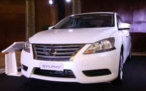 pic-16b_all-new-nissan-sylphy_diamond-white