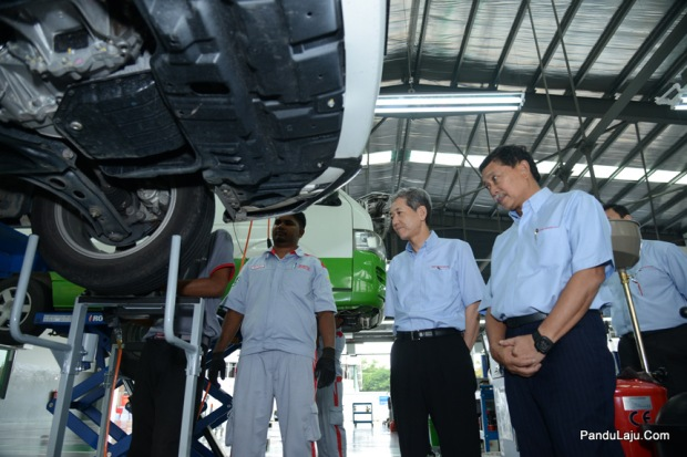 3. Datuk Ismet Suki (right) & Datuk Takashi Hibi listening during the_ facility tour