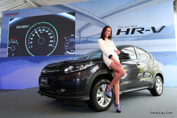 03 Model posing with the All-New HR-V_Eco Assist backdrop