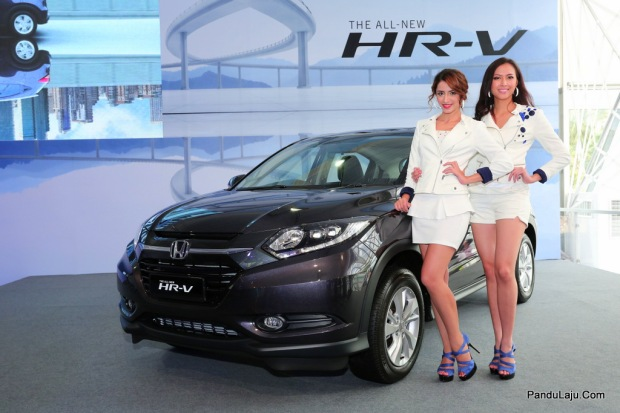 06 Models posing with the All-New HR-V