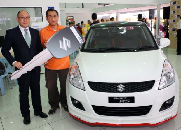 4 Keiichi Suzuki presented the key to the Test Drive & Win Contest Winner