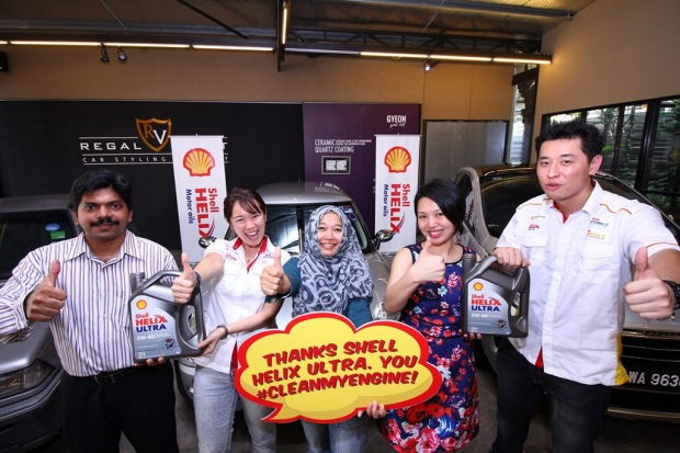 (L-R) Noel Kuppan, Shell Helix Brand Mngr Joanna Lean, Faudzina Khamis, Lee Woei Lin and Shell Lubricants' Ian Chook