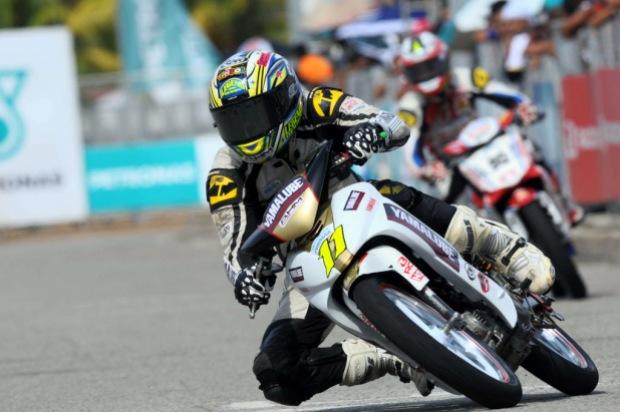 Fazrul Sham leading the Cp130 race in Terengganu