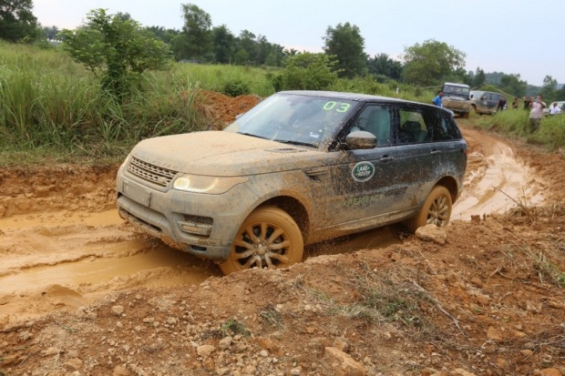Mud and ruts don't stop a Range Rover Sport