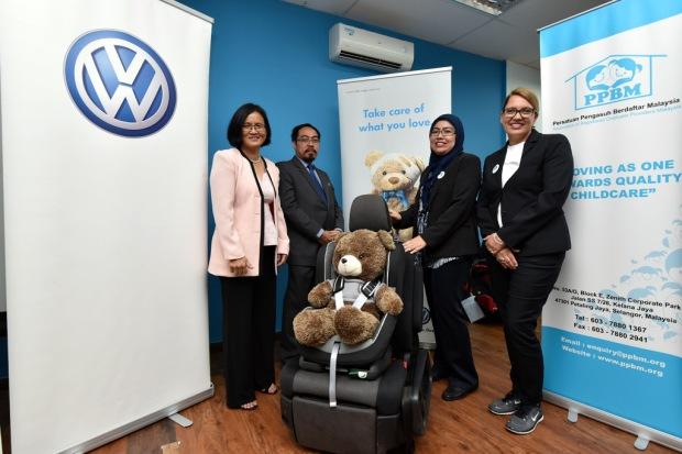 VW Sumbang 200 Unit Kerusi Kanak-kanak