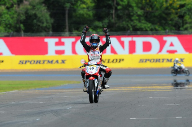 Norizman celebrating his UB130 win in Thailand