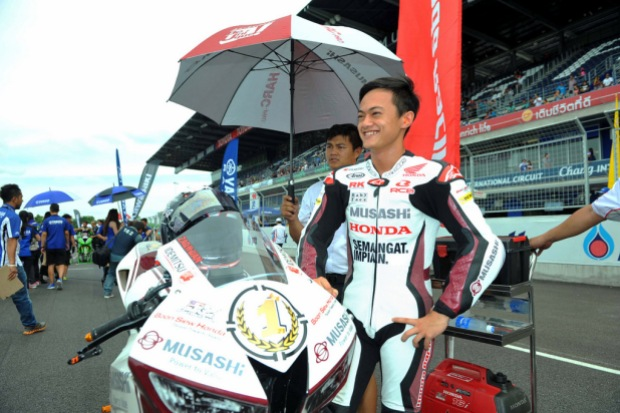 Zaqhwan Zaidi on the SuperSports 600cc starting grid in Thailand