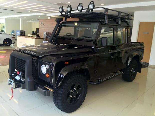 Land_Rover_Defender_Edisi_Terhad_pandulajudotcom_05