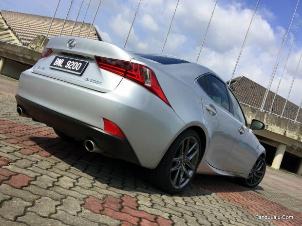 Lexus_IS_200t_F_Sport_Pandulajudotcom_08